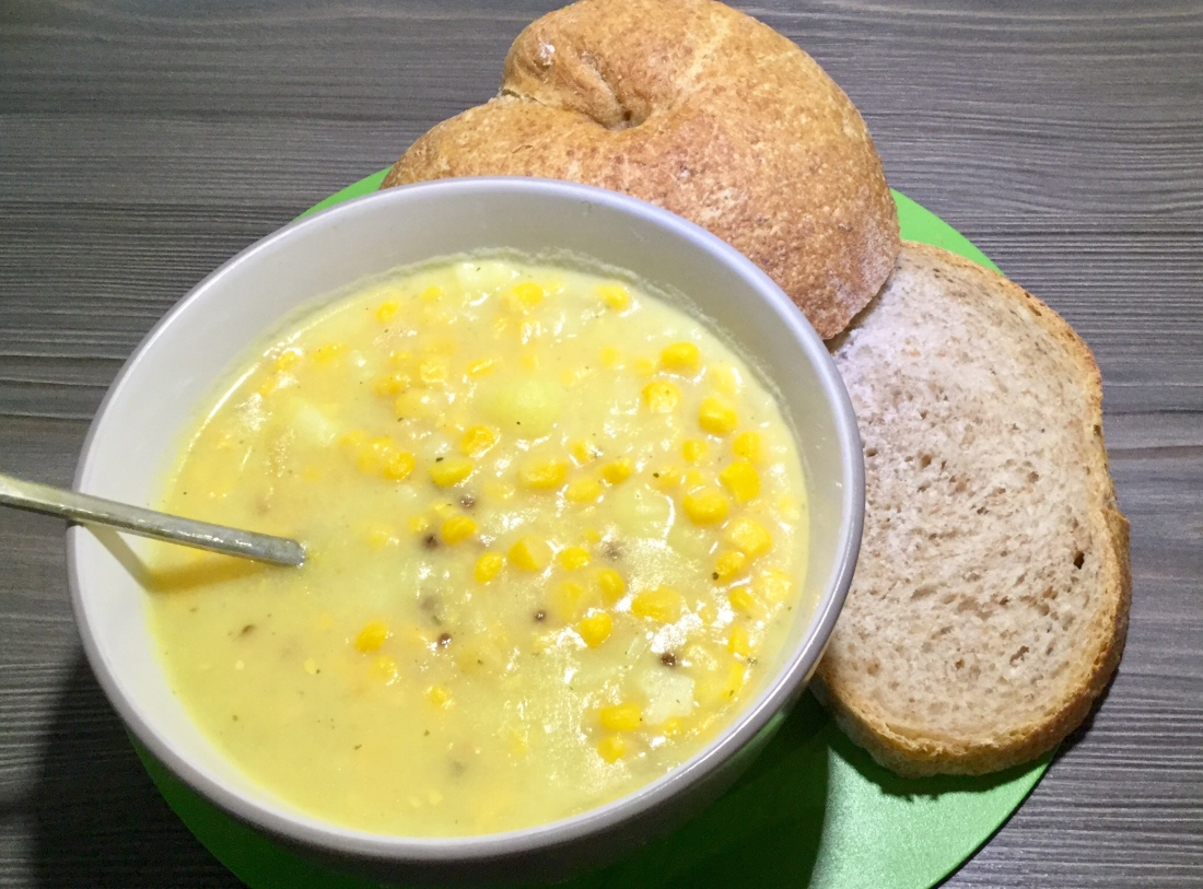 Sweet corn chowder with brown bread
